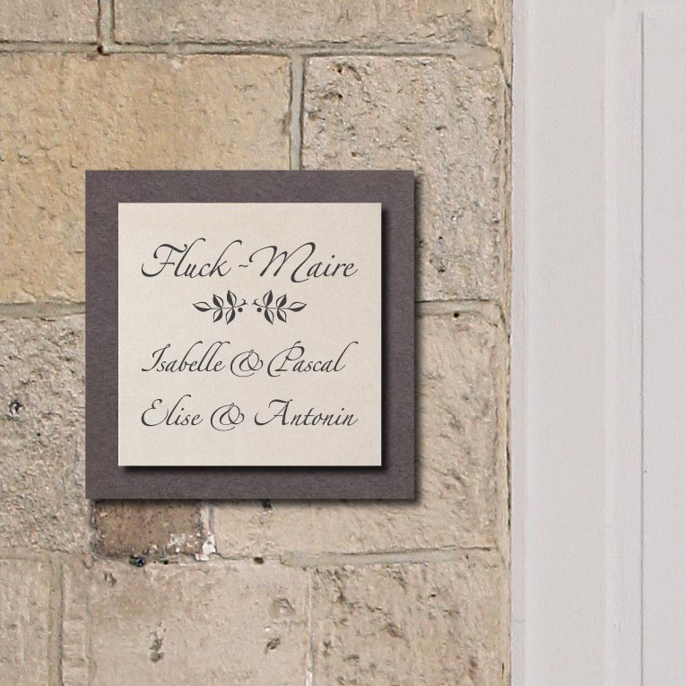 el gante plaque de nom de maison en pierre blanc sur ardoise. Black Bedroom Furniture Sets. Home Design Ideas